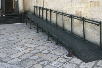 Matera, rampa di accesso laterale a una delle chiese del centro storico