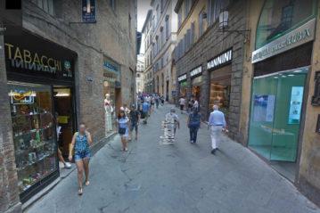 Vista da Google Street di una strada nel centro di Siena