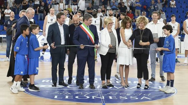 Cutting the ribbon (ph. quotidiano.net)