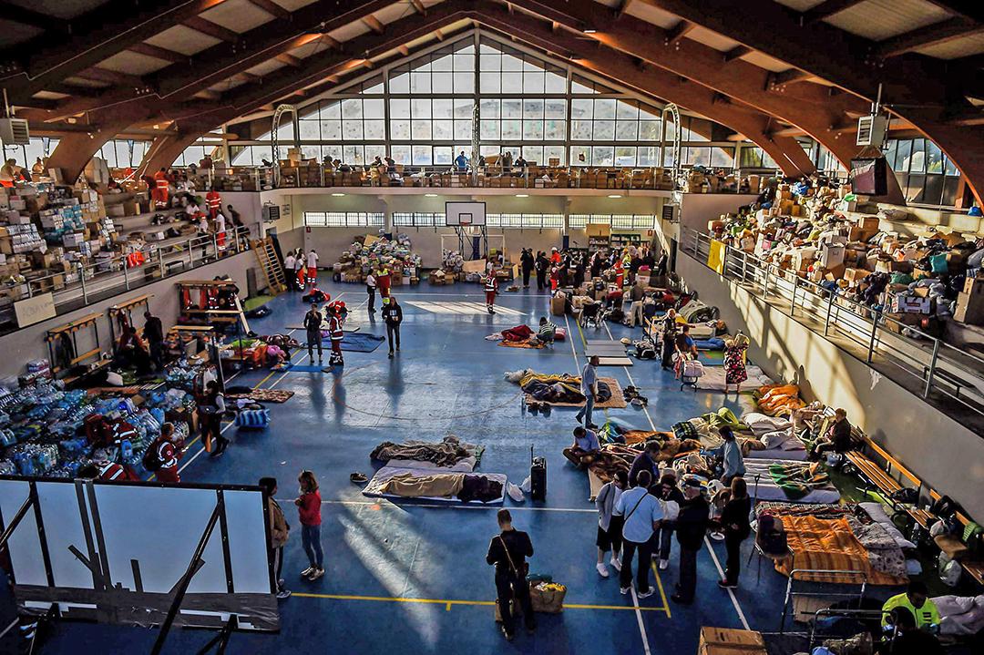 Amatrice 25/08/2015. Il risveglio nel palazzetto dello sport dopo il terremoto