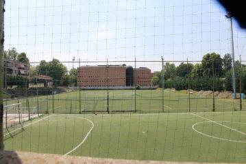 """Il campo """"Cameroni"""" dove gioca la Gorlese; sullo sfndo il CTO Gaetano Pini"""
