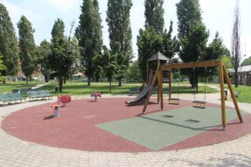 Vecchi parchi gioco in altri giardini di Gorla