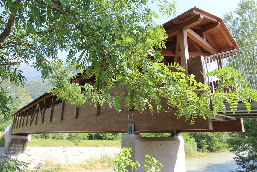 Ponte coperto in legno presso Morbegno (foto BG - sport&impianti)