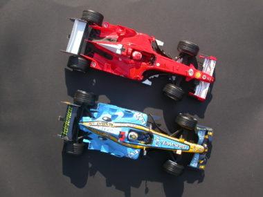 Duello Schumacher/Alonso nel 2006: ...ma sono modelli Burago in scala 1:10 (foto BG)