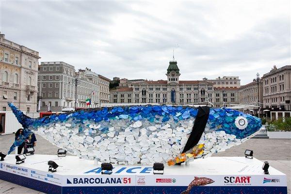 """""""Alice"""" i piazza Trento e Trieste listata a lutto il 5 ottobre (foto Demis Albertacci dal sito ufficiale di Barcolana)"""