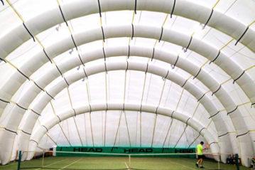 Campo da tennis con copertura gonfiabile (Eneri)