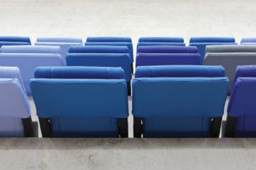 particolare delle sedute ribaltabili imbottite