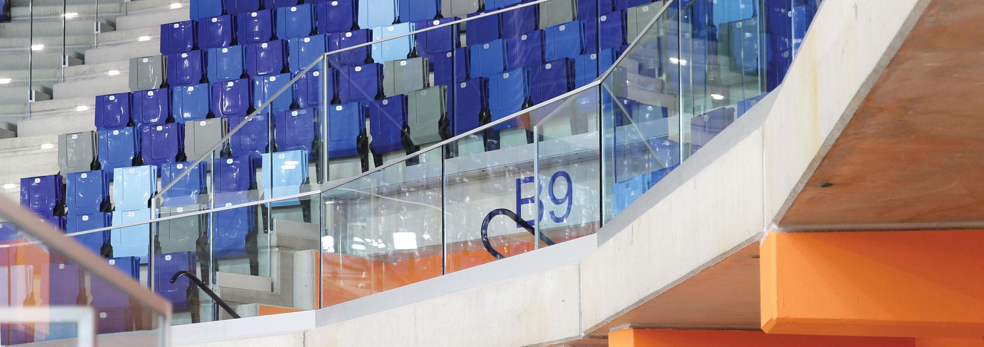 Particolare delle balaustre trasparenti in vetro temperato
