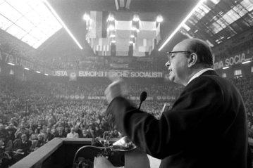 Comizio di Bettino Craxi nel 1979 (Fotogramma)