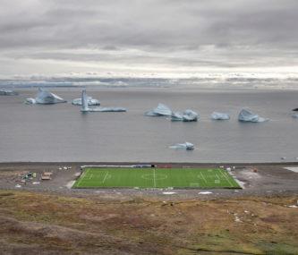 """(""""Iceberg souvenir"""", foto di Marco Zorzanello, visibile al Festival della Fotografia Etica)"""