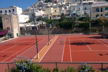 Tennis Club Capri, restyling dei campi con manto Confort rosso di Play-it.