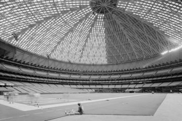 L'interno dell'Astrodome nel 2004, con una versione aggiornata dell'Astroturf