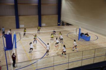 Partita di volley dimostrativa  su metà campo.