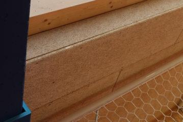 Interno: legno e pannelli in lana di legno.