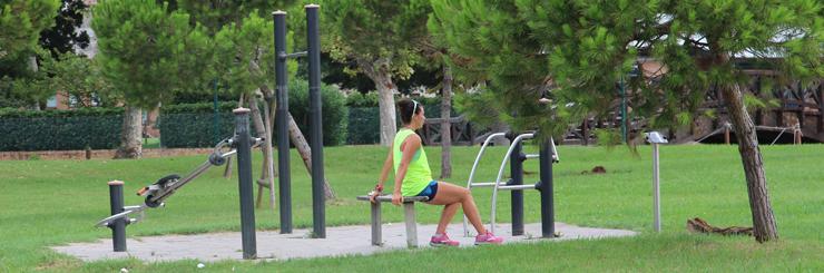 Ginnastica inividualein un parco a Venezia (foto BG).
