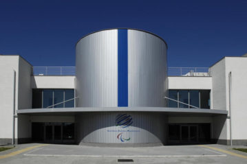 L'ingresso all'edificio della piscina (www.comitatoparalimpico.it).