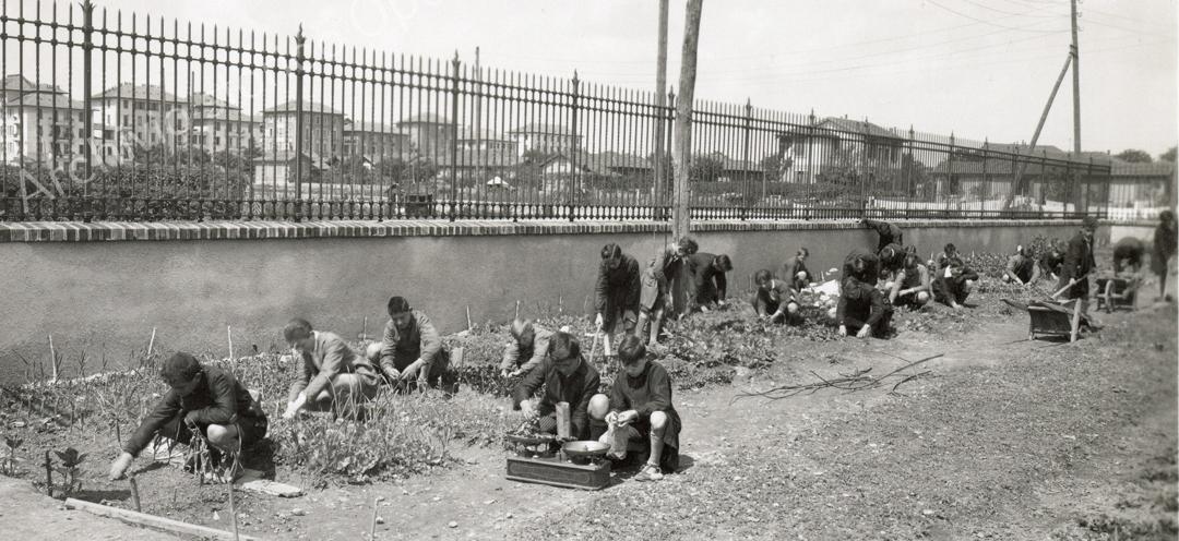 Foto d'epoca dall'Archivio Storico dell'Opera Pizzigoni.