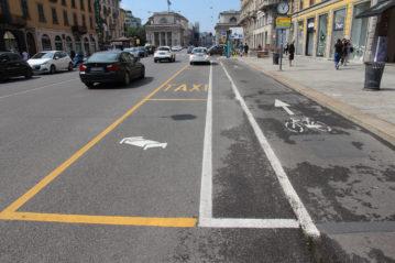 pista ciclabile con separazione ottica in carreggiata (Milano, foto BG/sport&impianti).
