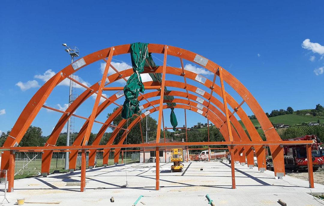 I lavori di montaggio della struttura.