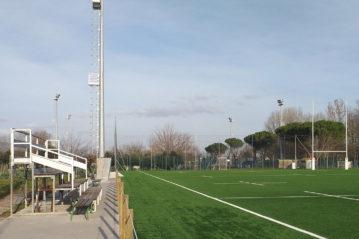 tribuna spettatori e nuovo campo in erba sintetica