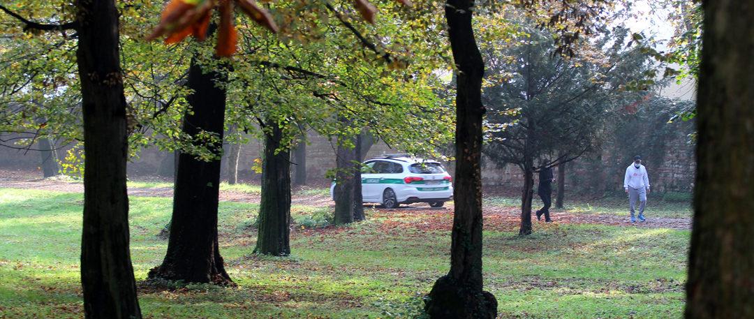 la Polizia Locale vigila sull'attività motoria nei parchi (foto BG/Sport&Impianti).