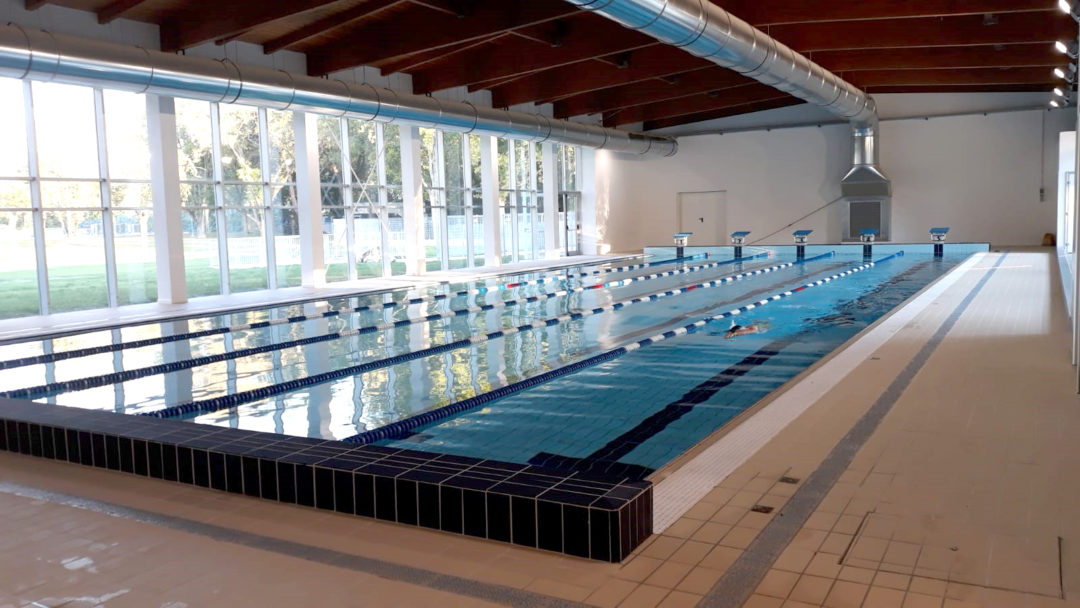 La piscina interna.